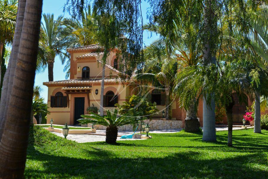 Impressive villa with stunning sea views, La Herradura