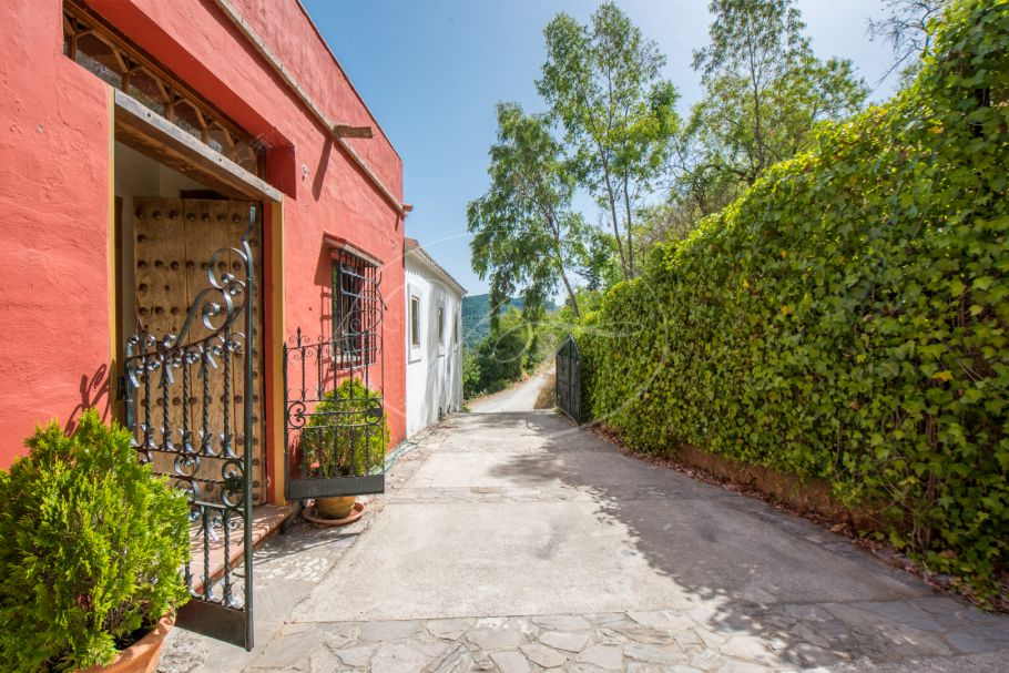 Lovely Finca with large workshop, Gaucin