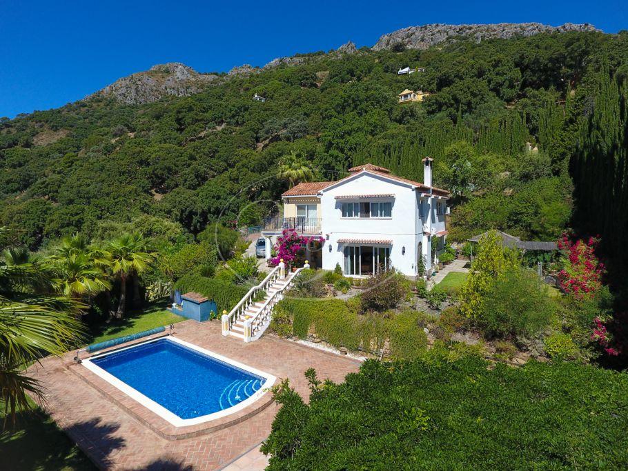 Preciosa Villa en la montaña con vistas al mar, Casares