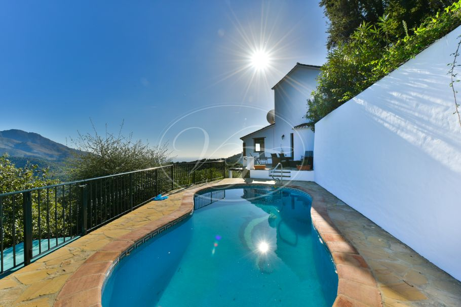 Lovely country house with spectacular sea views, Casares