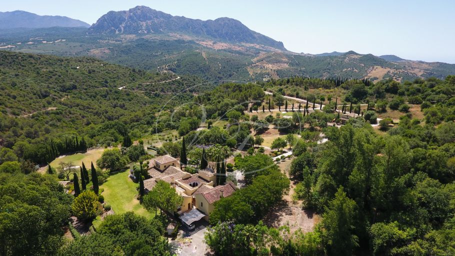 Luxurious Cortijo with private golfcourse, Gaucin