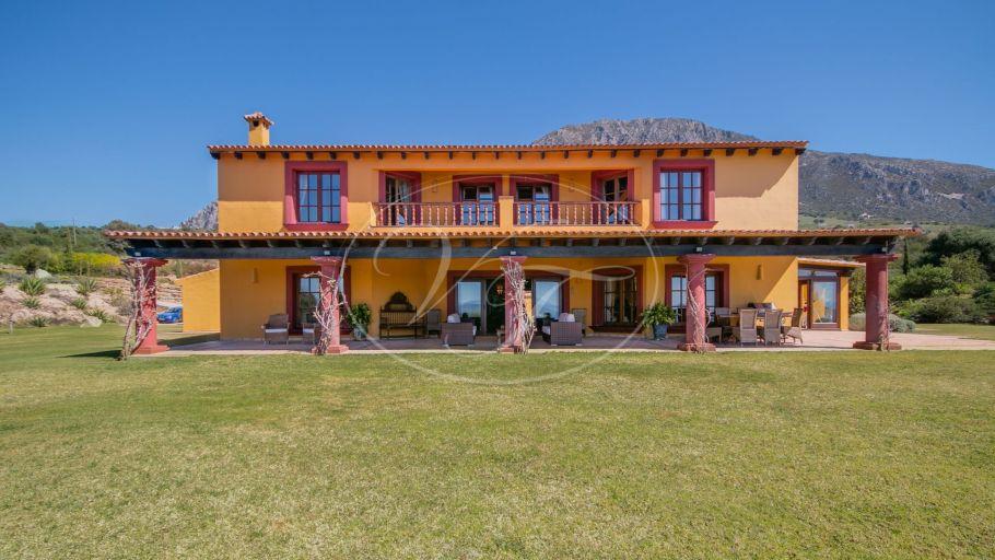 Cortijo único con instalaciones ecuestres cerca de Marbella, Casares