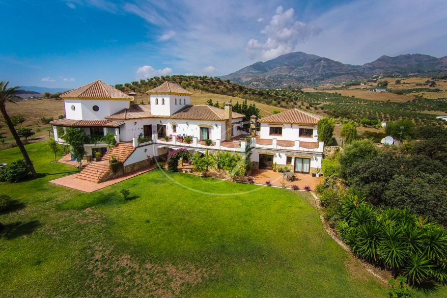 Luxury Country Villa with stunning views, Casarabonela