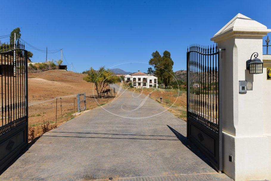 Luxe landelijke villa met paarden faciliteiten, Coin