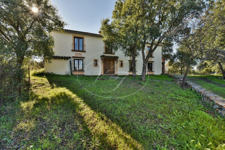 Spacious Country Property in a private setting, Genalguacil