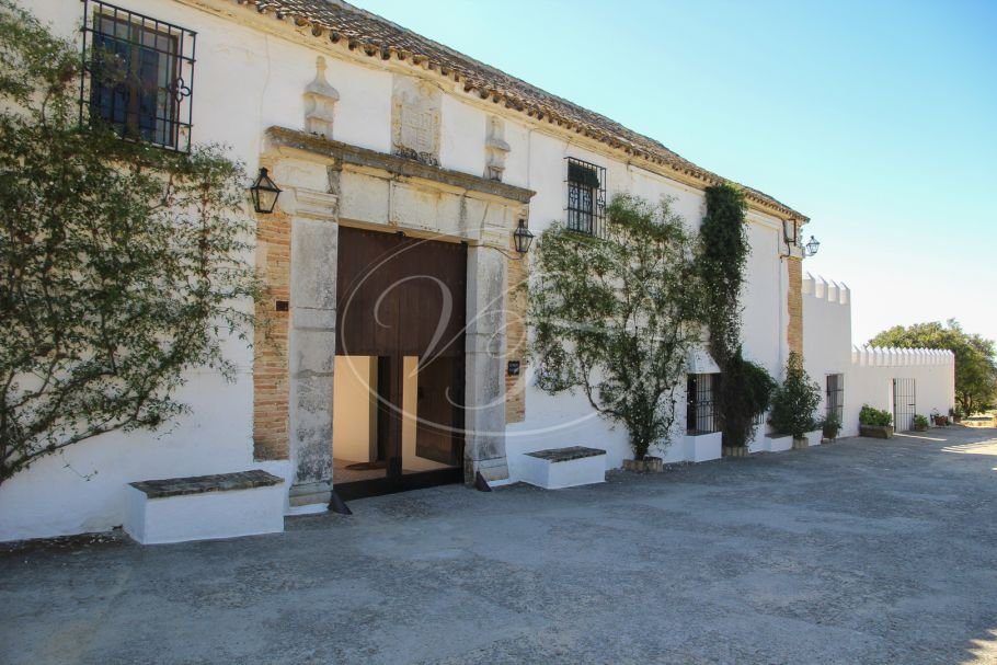 Large cortijo, Country Estate, Hacienda with olive grove, Arcos de la Frontera