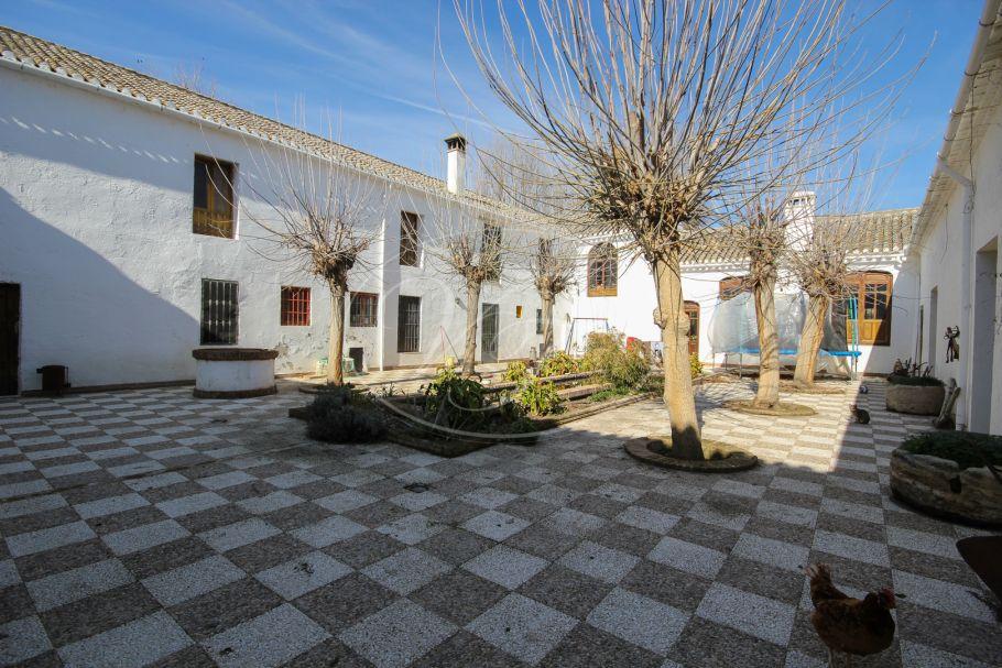 Large historical cortijo, Granada