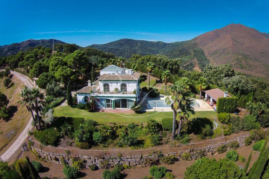 Ruime landelijke villa te koop met fantastische zeezichten, Casares