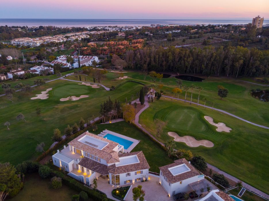 Frontline golf mansion with spectacular views in Aloha