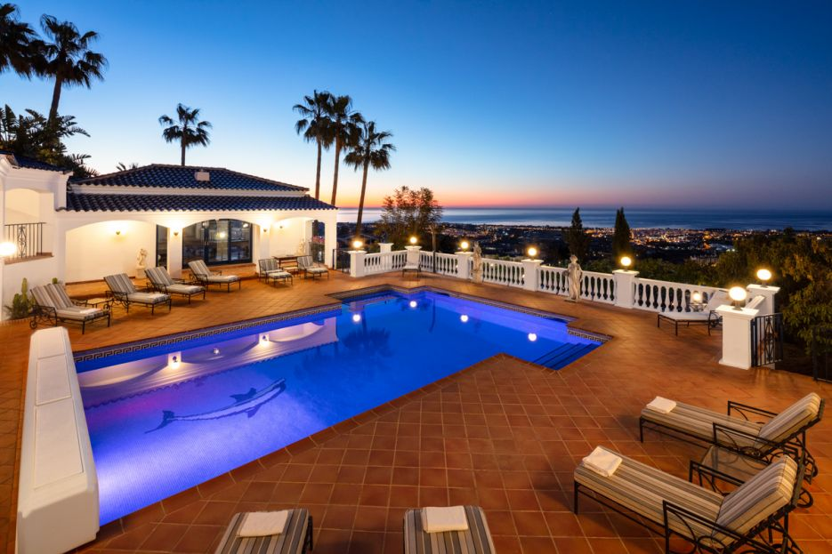 Prestigious Cortijo style Estate with private tennis court and some of the best views on the coast