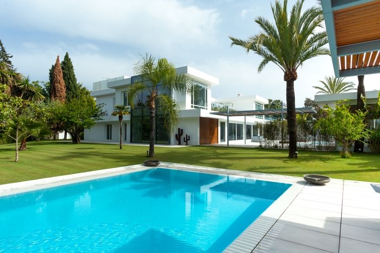 New contemporary villa in Guadalmina Baja