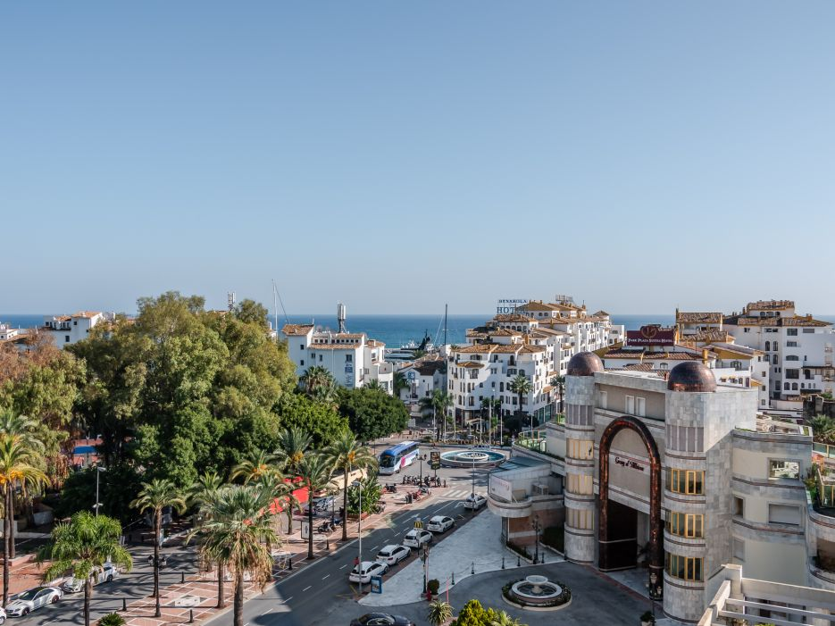 Beautiful penthouse located in the one of the most secure urbanizations of Marbella - Playas del Duque