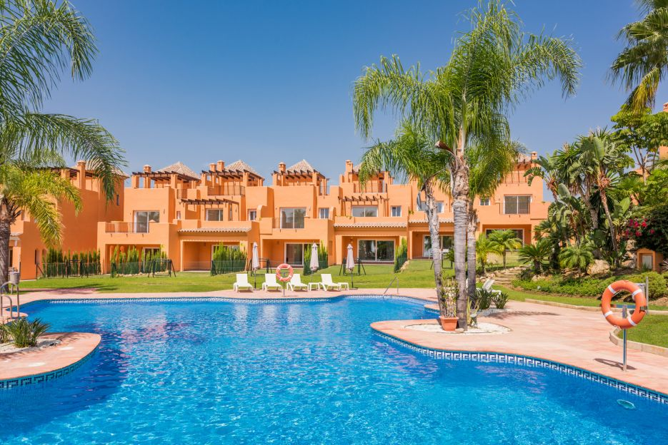 New townhouses in Atalaya, Benahavis
