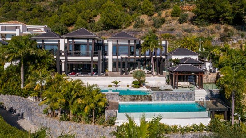 Luxury Villa in Cascada de Camojan
