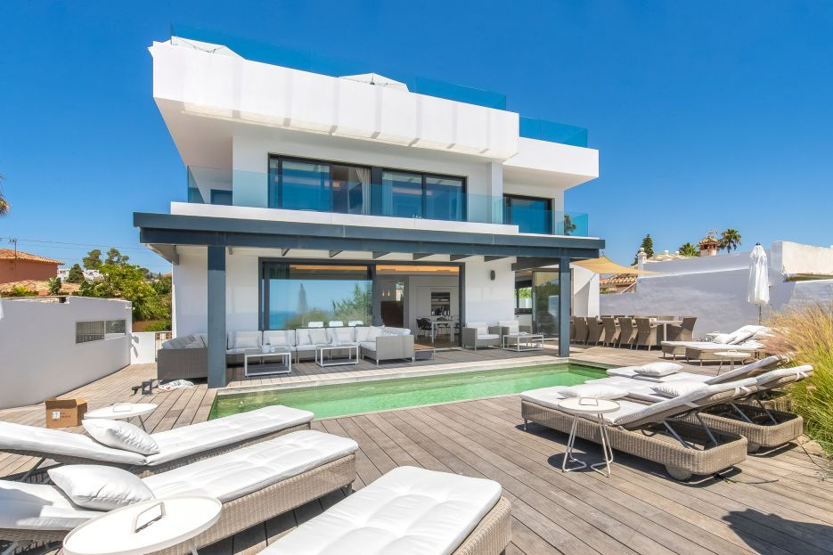 Spectacular frontline beach villa for holiday let in Marbella