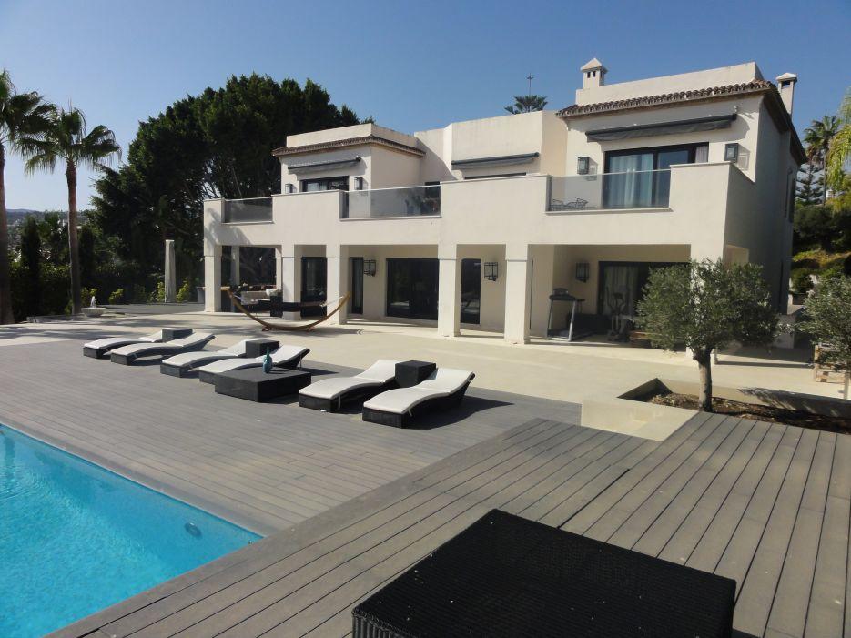 Modern villa in Los Naranjos, Nueva Andalucía