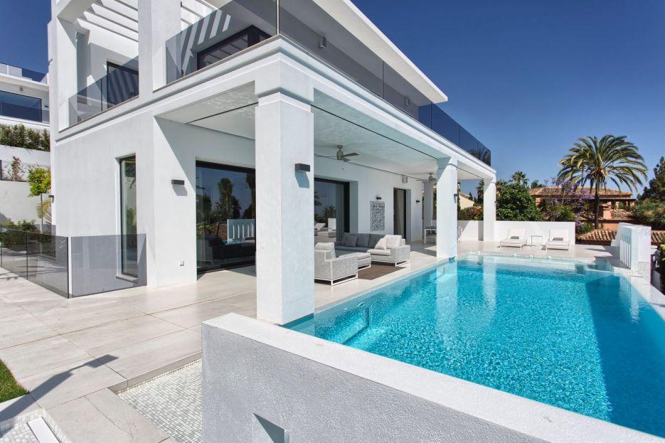 Brand new modern villa for sale in Marbella Golden Mile
