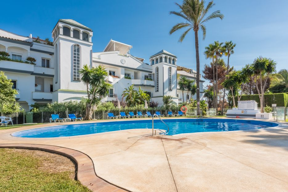 Penthouse with sea views in Dominion Beach, Estepona