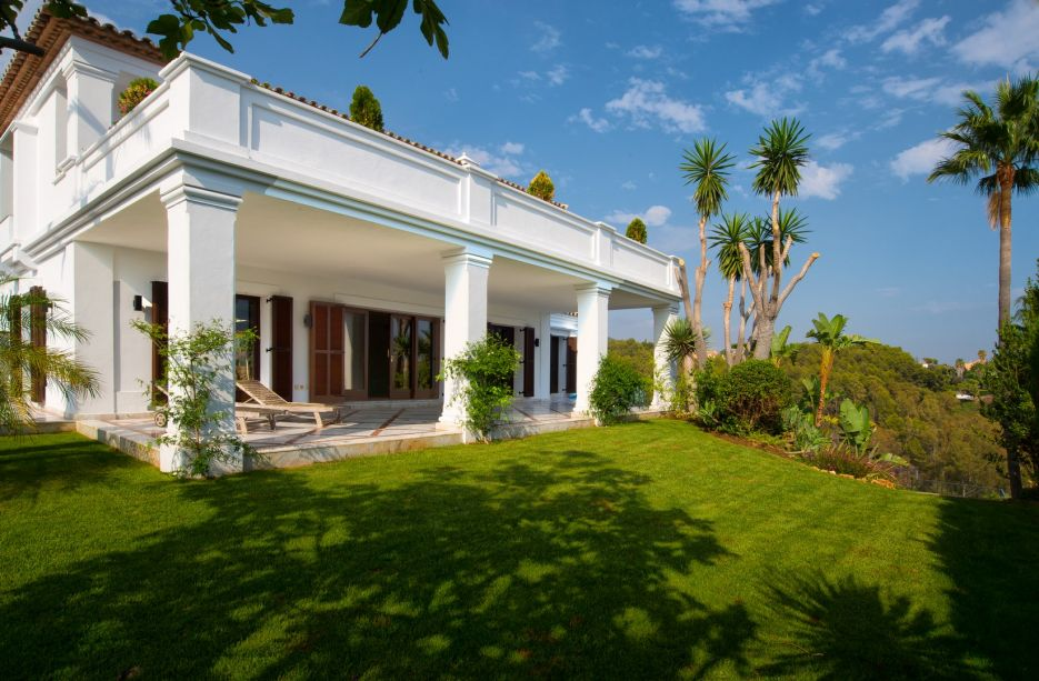 Luxury villa for sale in Marbella Golden Mile