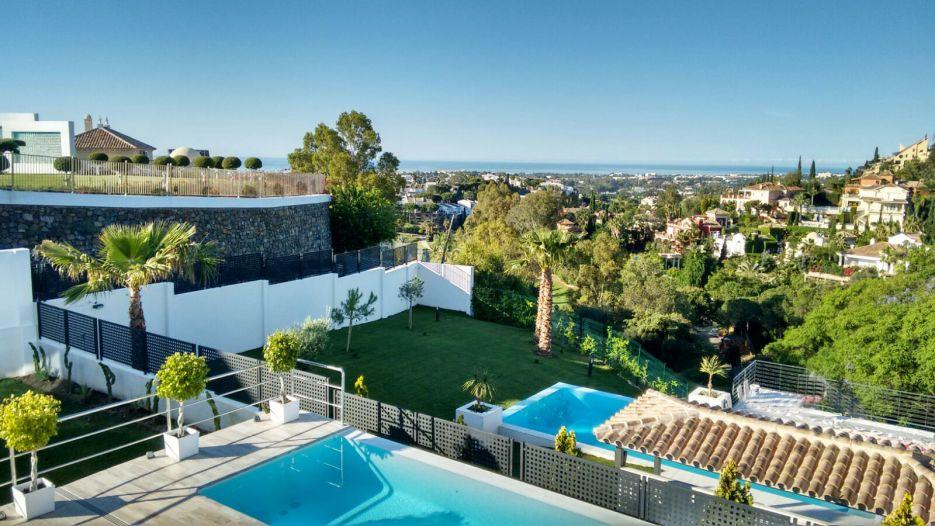New modern villa with panoramic views in El Herrojo, La Quinta