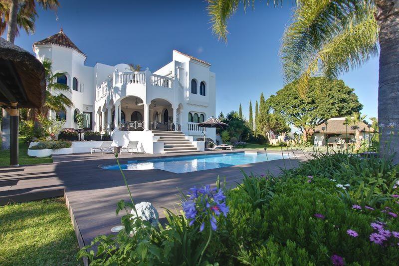 6 bedroom villa with sea views for sale in El Madroñal