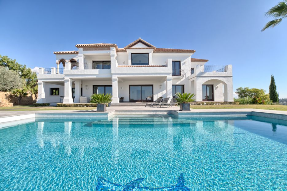 Exclusive villa for sale in Los Flamingos Golf Resort