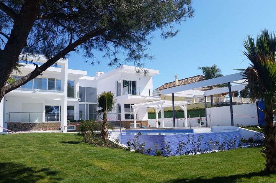 Modern villa for sale in Aloha, Nueva Andalucia