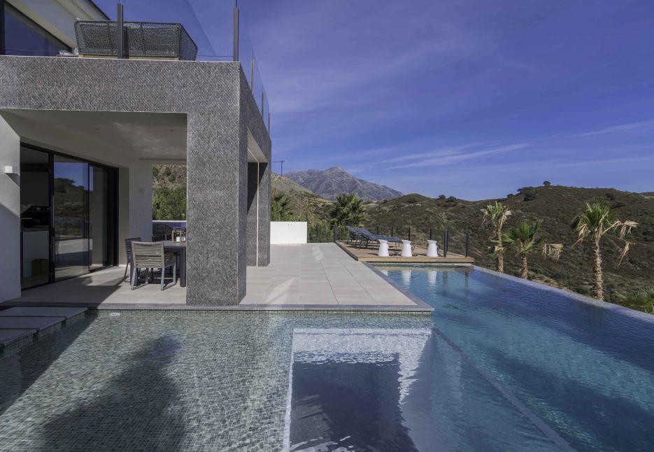 New contemporary villa in Lomas de La Quinta, Benahavis