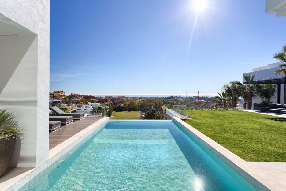 New built contemporary villa in La Alquería, Benahavis