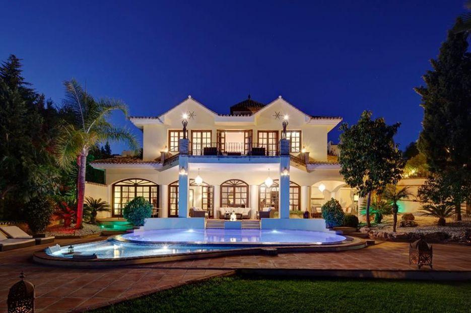 Modern villa for rent with sea views in la Quinta