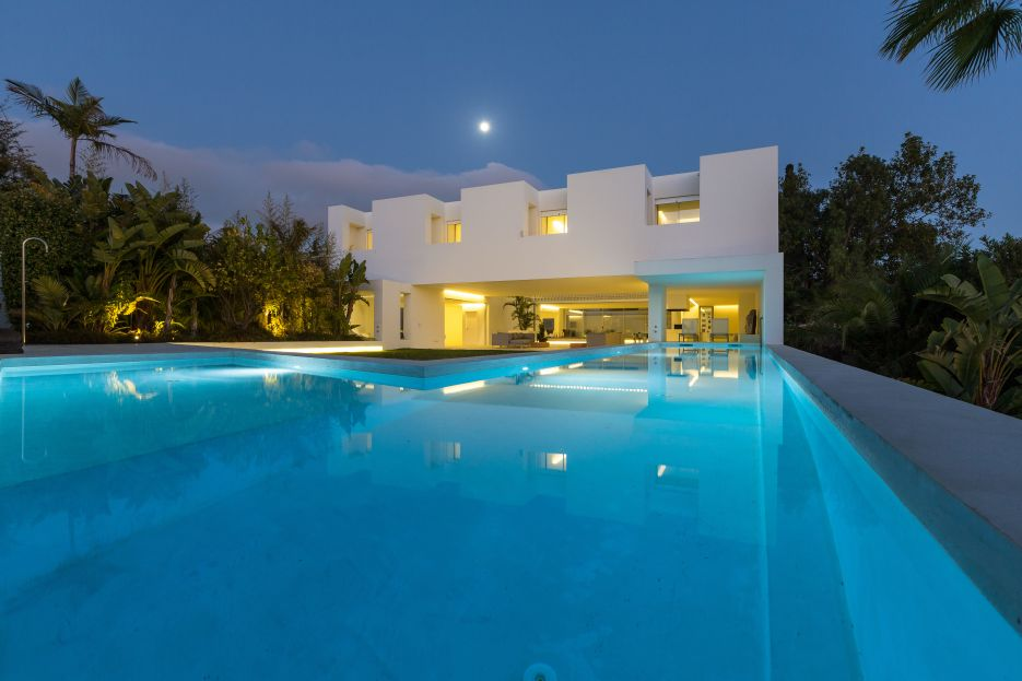 Frontline Golf Villa for sale in Guadalmina Alta