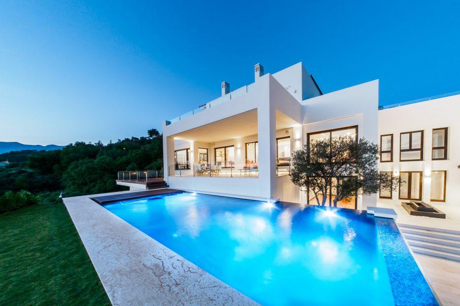 Contemporary villa with impressive views in Marbella East