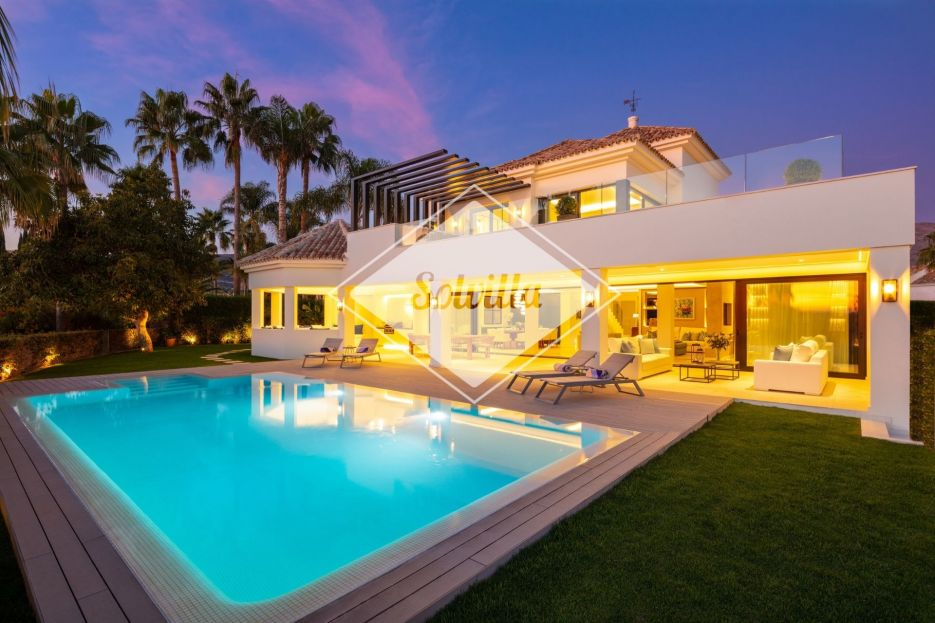 Beautifully renovated villa in Marbella's Golf Valley with sea views.