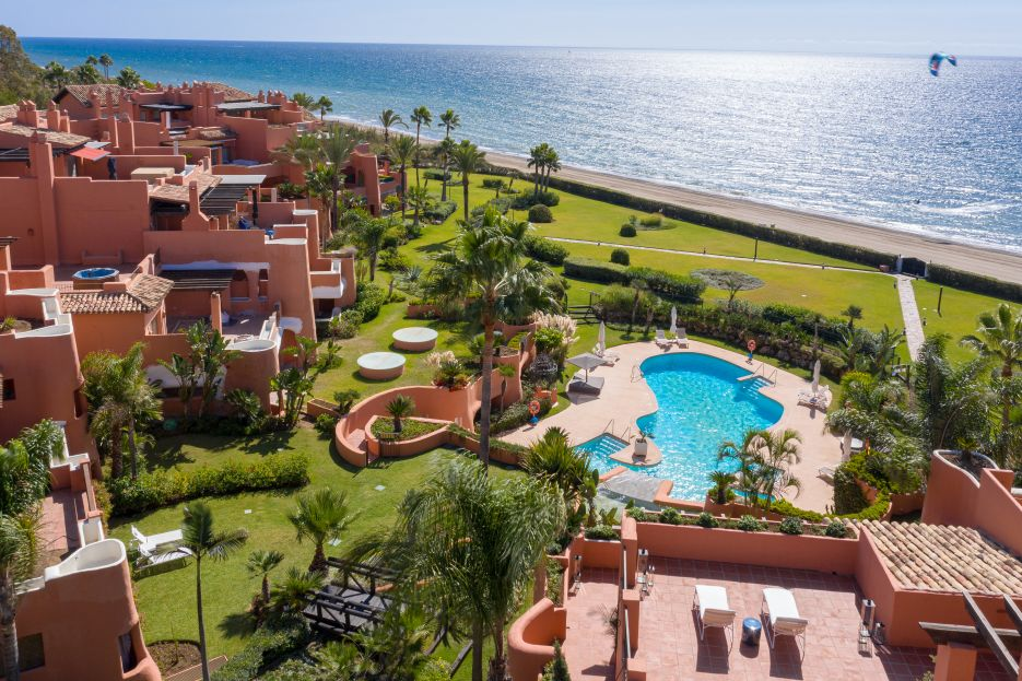 Luxury beachfront duplex penthouse apartment for sale in La Morera Playa, Marbella East