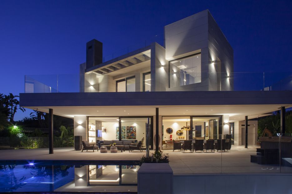 Modern masterpiece located in a gated community in the heart of Marbella's Golf Valley.