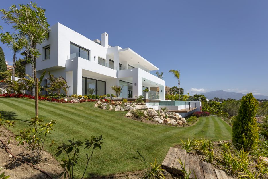 Spectacular new built modern villa with breathtaking panoramic sea views on the New Golden Mile