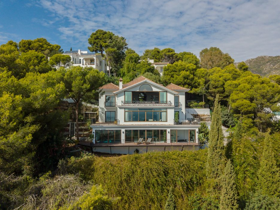 A gorgeous villa with panoramic sea views.