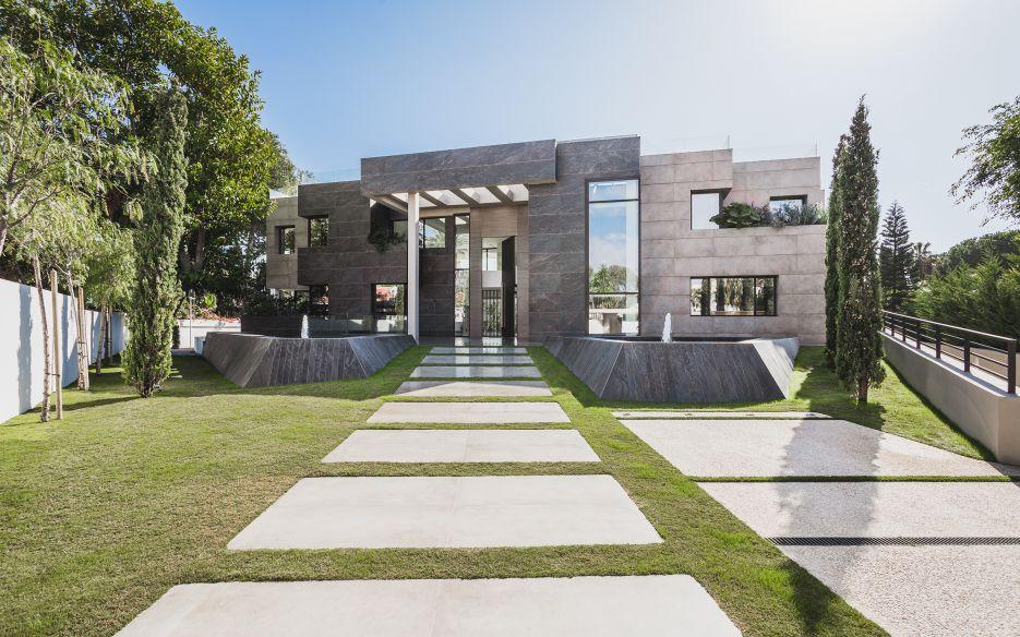 Contemporary villa for sale in Casasola