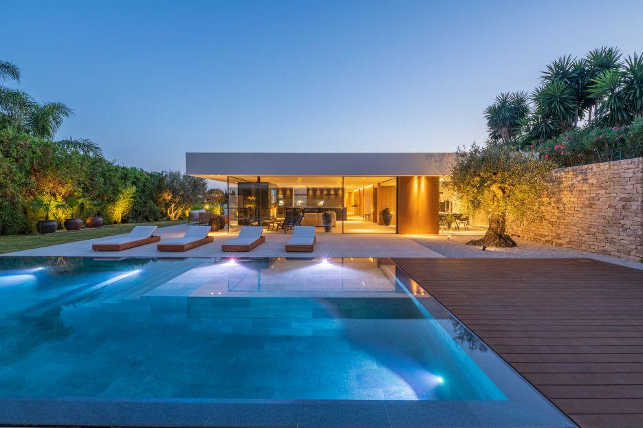 Contemporary Villa in La Cerquilla, Nueva Andalucia