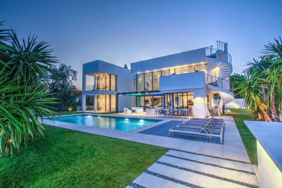 Villa for sale walking distance to the beach