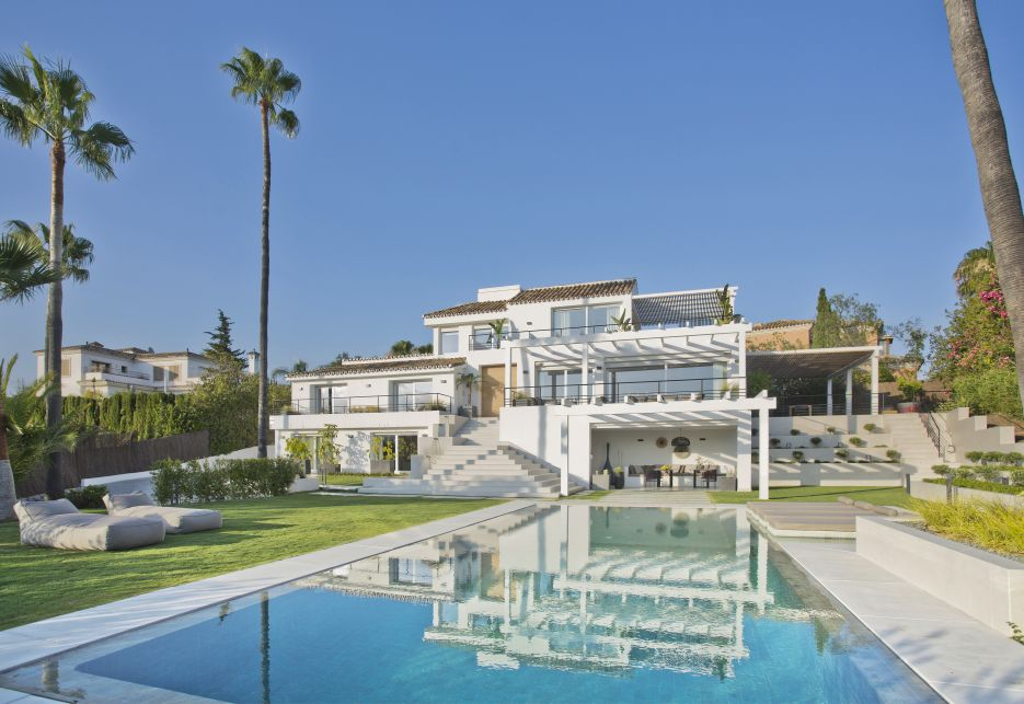 Grand modern villa boasting a fantastic view over the Golf Valley