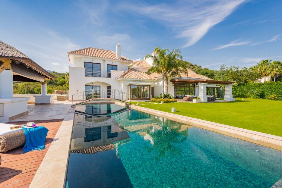 Andalusian style villa for sale in Vega del Colorado, Nueva Andalucia