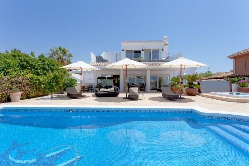 Beautiful 6 bedroom villa for holiday rental in El Rosario