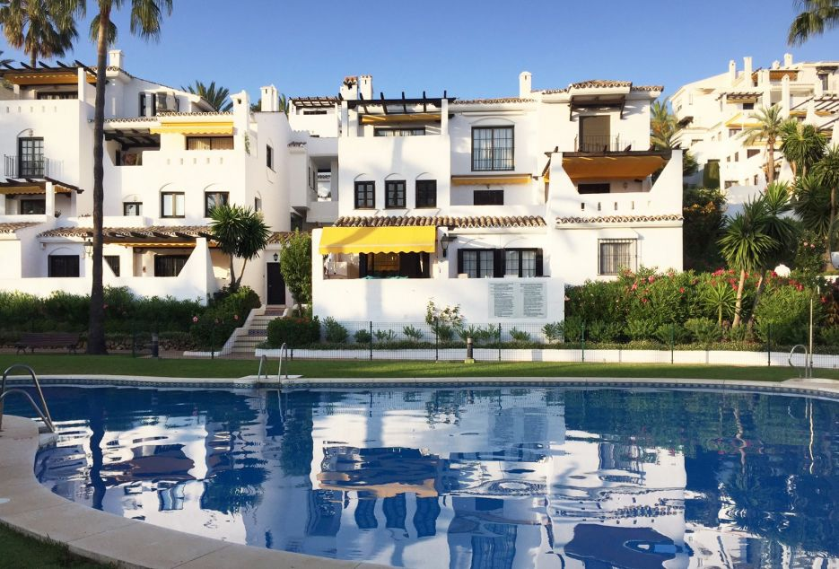 Spacious and modern holiday rental apartment in Nueva Andalucia