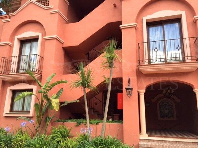 Large apartment in La Alzambra, Nueva Andalucía