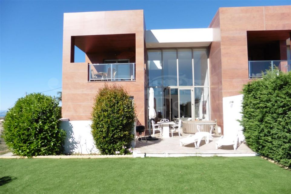 Spectacular semidetached house in La Alquería.