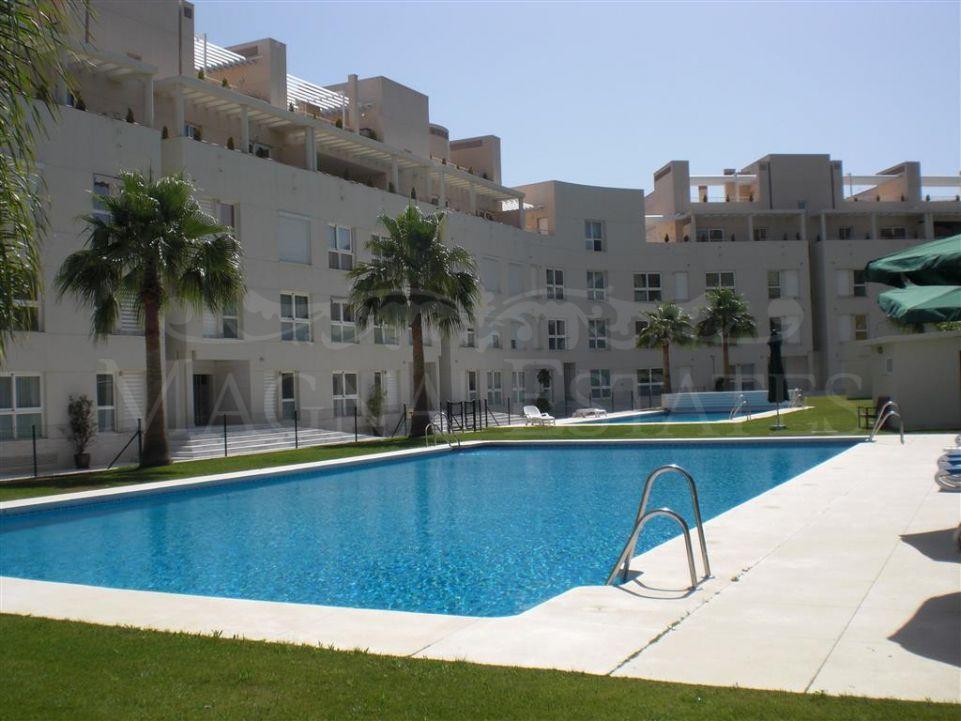 Gran apartamento singular de 3 dormitorios en La Corniche, Nueva Andalucía.