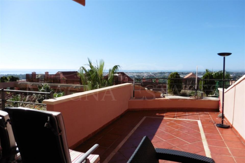 Beautiful 2 bedroom apartment in Magna Marbella with sea views