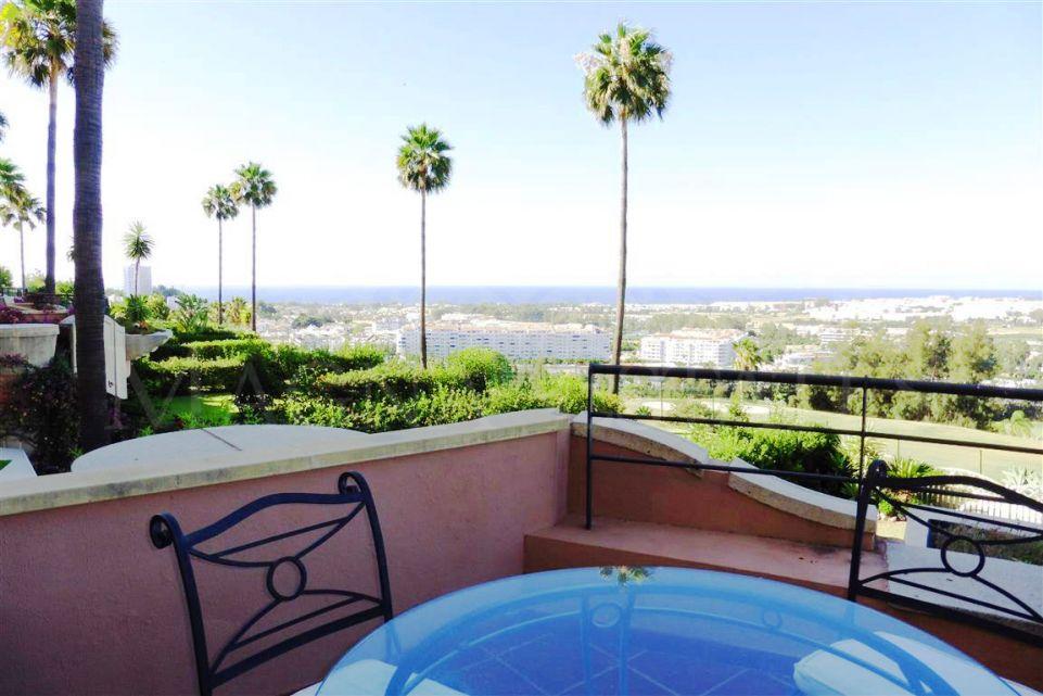 Apartamento con vistas al mar y al golf en Magna Marbella. ¡¡Espectacular!!