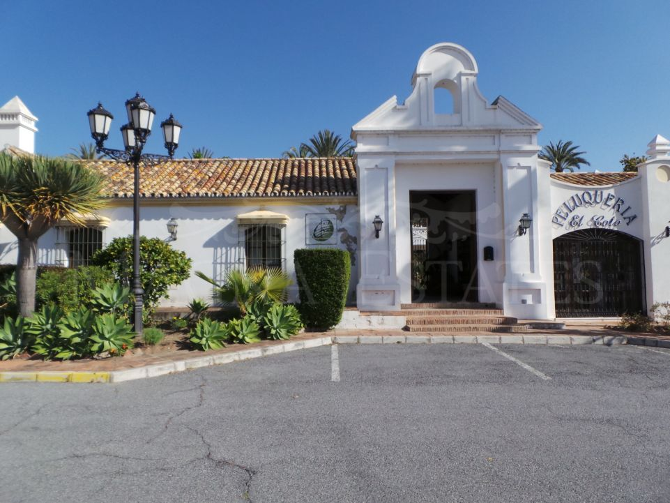 Commercial premises to reform in Coto de la Serena, Estepona